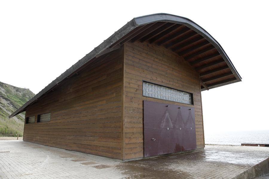 Edificio equipamiento playa Barinatxe